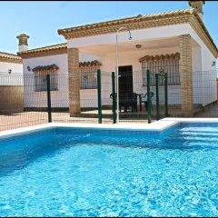 Отель Chalet Arroyo Испания, Кониль-де-ла-Фронтера - отзывы, цены и фото номеров - забронировать отель Chalet Arroyo онлайн бассейн фото 2