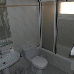 Отель Hostal Barnes Испания, Санта-Кристина-де-Аро - отзывы, цены и фото номеров - забронировать отель Hostal Barnes онлайн ванная фото 2