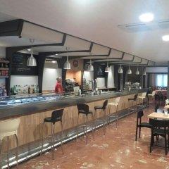Отель Hostal Pirineos Ainsa Испания, Аинса - отзывы, цены и фото номеров - забронировать отель Hostal Pirineos Ainsa онлайн гостиничный бар