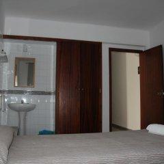 Отель Hostal Las Nieves Стандартный номер с различными типами кроватей (общая ванная комната) фото 12
