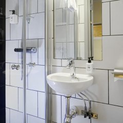 Отель Rex Petit 2* Номер категории Эконом с двуспальной кроватью (общая ванная комната) фото 5