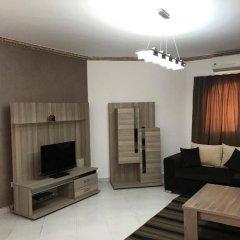 Апартаменты Regency Towers Apartments комната для гостей