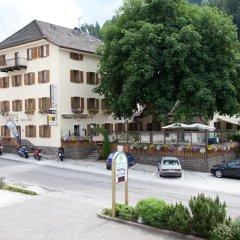 Отель Gasthof Zum Weissen Rossl Сарентино парковка