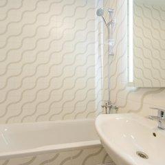 Гостиница Partner Guest House Baseina Украина, Киев - отзывы, цены и фото номеров - забронировать гостиницу Partner Guest House Baseina онлайн ванная