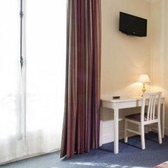 Отель Hôtel de Suez 2* Стандартный номер с двуспальной кроватью
