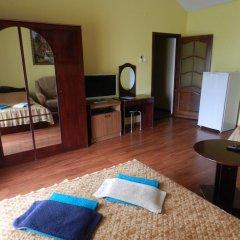 Гостевой дом Домашний Уют Стандартный семейный номер с двуспальной кроватью фото 3