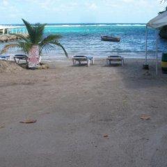 Отель Tina's Guest House пляж