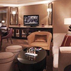 Отель Roda Al Bustan Представительский люкс с различными типами кроватей