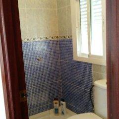 Отель Hostal las Parcelas Испания, Кониль-де-ла-Фронтера - отзывы, цены и фото номеров - забронировать отель Hostal las Parcelas онлайн ванная фото 2