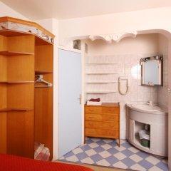 Отель Hôtel Marignan Стандартный номер с различными типами кроватей (общая ванная комната) фото 4