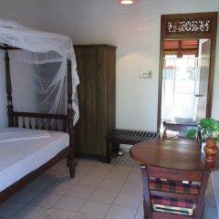 Отель Surf Villa Шри-Ланка, Хиккадува - отзывы, цены и фото номеров - забронировать отель Surf Villa онлайн комната для гостей фото 3