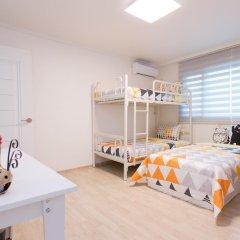 Отель Stay Now Guest House Hongdae Стандартный семейный номер с двуспальной кроватью фото 3