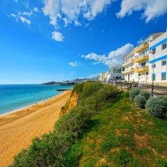 Апартаменты Inn the Beach Apartments пляж фото 2