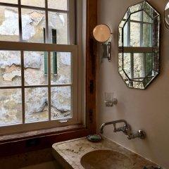 Отель A Toca Do Polvo B&B Португалия, Лиссабон - отзывы, цены и фото номеров - забронировать отель A Toca Do Polvo B&B онлайн ванная