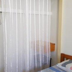 Отель Guam JAJA Guesthouse Тамунинг сейф в номере
