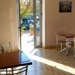 Отель Kombinat Албания, Тирана - отзывы, цены и фото номеров - забронировать отель Kombinat онлайн интерьер отеля