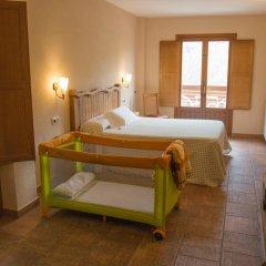 Отель Hostal Les Roquetes Керальбс комната для гостей фото 3