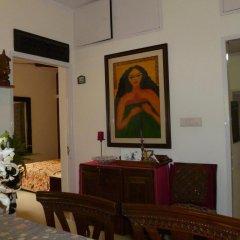 Отель Mayas Nest Индия, Нью-Дели - отзывы, цены и фото номеров - забронировать отель Mayas Nest онлайн интерьер отеля