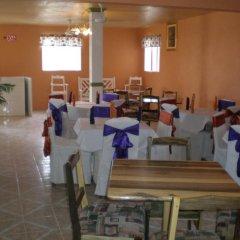 Отель Norman's Court Resort & Sky Restaurant Club Ямайка, Монтего-Бей - отзывы, цены и фото номеров - забронировать отель Norman's Court Resort & Sky Restaurant Club онлайн помещение для мероприятий
