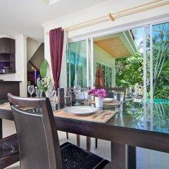 Отель Karon Hill Villa в номере фото 2