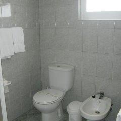 Отель Hospedaria Cardeal Португалия, Понта-Делгада - отзывы, цены и фото номеров - забронировать отель Hospedaria Cardeal онлайн ванная фото 2