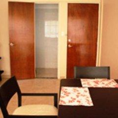 Отель Suites del Carmen - Wisconsin Мехико комната для гостей фото 4