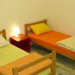 Chaplin Hostel Belgrade Кровать в общем номере с двухъярусной кроватью фото 2