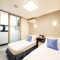 Отель K-guesthouse Sinchon 2 2* Номер Делюкс с 2 отдельными кроватями фото 2