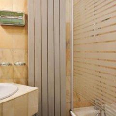 Отель Hôtel Des Halles Париж ванная
