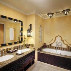 Отель Jumeirah Al Qasr - Madinat Jumeirah 5* Улучшенный номер с различными типами кроватей фото 10