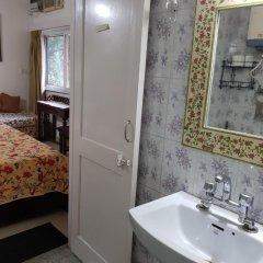 Отель Mayas Nest Индия, Нью-Дели - отзывы, цены и фото номеров - забронировать отель Mayas Nest онлайн ванная фото 2