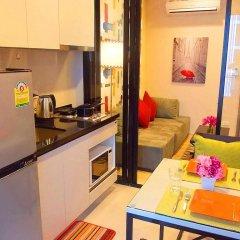Отель The Base Pattaya by Smart Delight Паттайя в номере фото 2