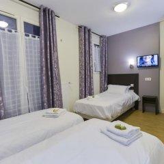Отель Hôtel du Quai de Seine 2* Стандартный номер с различными типами кроватей фото 12