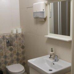 Mini hotel Kay and Gerda Hostel 2* Кровать в мужском общем номере фото 16