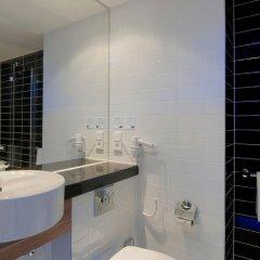 Отель Holiday Inn Express Dusseldorf - City 3* Стандартный семейный номер с двуспальной кроватью фото 3