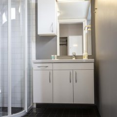 Отель City Housing - Klostergaarden Exclusive Apartments Норвегия, Ставангер - отзывы, цены и фото номеров - забронировать отель City Housing - Klostergaarden Exclusive Apartments онлайн ванная фото 2
