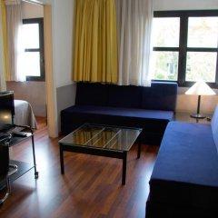 Отель Apartamentos Descartes Барселона комната для гостей фото 3