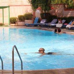 Отель Ashok Country Resort бассейн