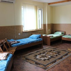 Hostel Mnogoborets F. Klub Одесса комната для гостей фото 4