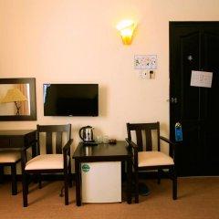 Cuong Long Hotel 2* Стандартный номер с двуспальной кроватью фото 5