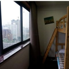 Отель Heaven Pool Youth Hostel Китай, Чэнду - отзывы, цены и фото номеров - забронировать отель Heaven Pool Youth Hostel онлайн балкон
