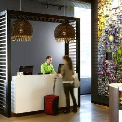 Отель Alt Hotel Toronto Airport Канада, Миссиссауга - отзывы, цены и фото номеров - забронировать отель Alt Hotel Toronto Airport онлайн интерьер отеля фото 2
