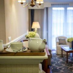 Queen's Court Hotel &Residence 5* Люкс с различными типами кроватей фото 5