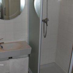 Отель Hostal Riesco Стандартный номер с различными типами кроватей фото 6