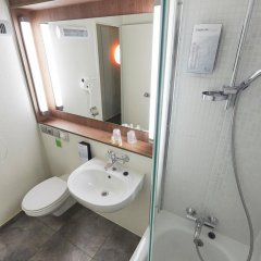 Отель Kyriad PARIS NORD Ecouen La Croix Verte ванная