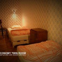 Baroque Hostel Номер категории Эконом с 2 отдельными кроватями (общая ванная комната)