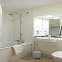 Отель Premier Inn London St.Pancras Великобритания, Лондон - отзывы, цены и фото номеров - забронировать отель Premier Inn London St.Pancras онлайн ванная фото 2