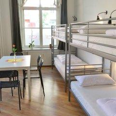 Kiez Hostel Berlin Кровать в общем номере с двухъярусной кроватью фото 8