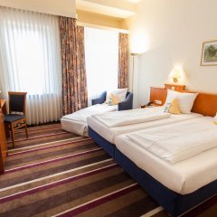 Best Western Ambassador Hotel 3* Стандартный номер с различными типами кроватей фото 5