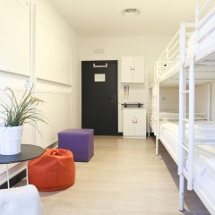 Отель Hostels MeetingPoint 2* Кровать в общем номере с двухъярусной кроватью фото 4